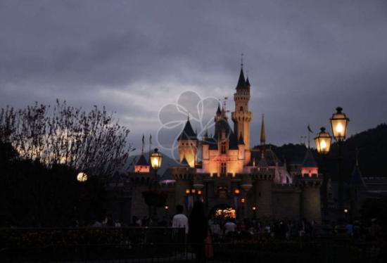 迪士尼樂園宣布不再免費發魔力腕帶,仍嵌入RFID技術