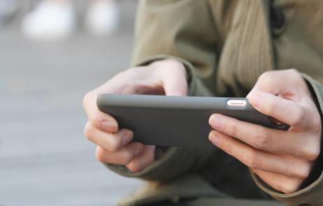 总结中国智能手机市?。夯枘亚笊?,小米创新突破