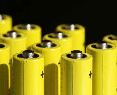 沙特研发新型不含贵金属铟的超薄太阳能电池