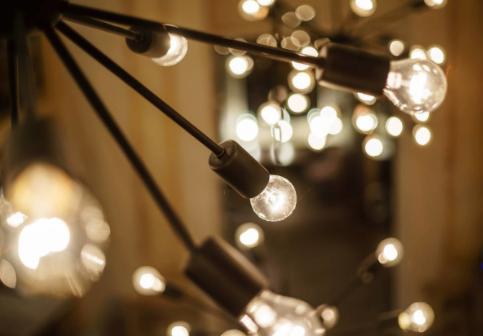 声控开关灯如何利用声音来控制灯?