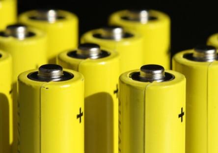 特斯拉研究人员探讨如何突破无负极锂金属电池的极限