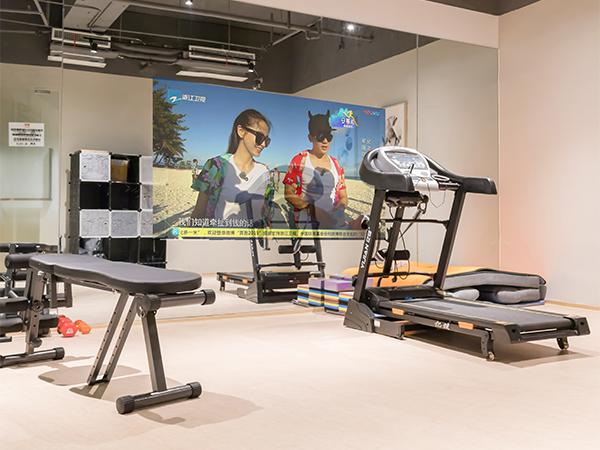 健身房智能镜子带来的智能健身将会成为一种新趋势
