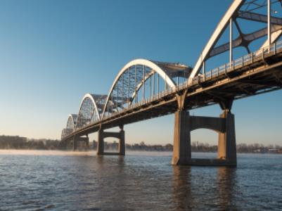 全球首座采用免涂装耐候钢的跨海大桥南岸主塔正式封顶