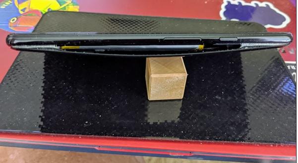 谷歌Pixel3、Pixel4部分笔记本电脑电池鼓包,无法无线充电