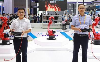 """新松""""火弧""""機器人智能焊接系統于工博會現場達成訂購近 200 套"""