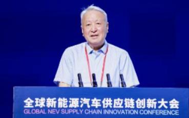 """王秉刚介绍了""""节能与新能源汽车技术路线图2.0""""..."""