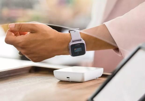 亚马逊推出一款机型防水性能为5ATM的Venu智能手表