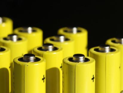 宁德时代、比亚迪和特斯拉推动力电池降价政策以应对市场竞争