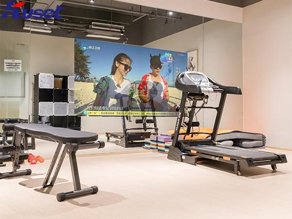 健身房中的智能魔镜让健身房有了不一样的体验
