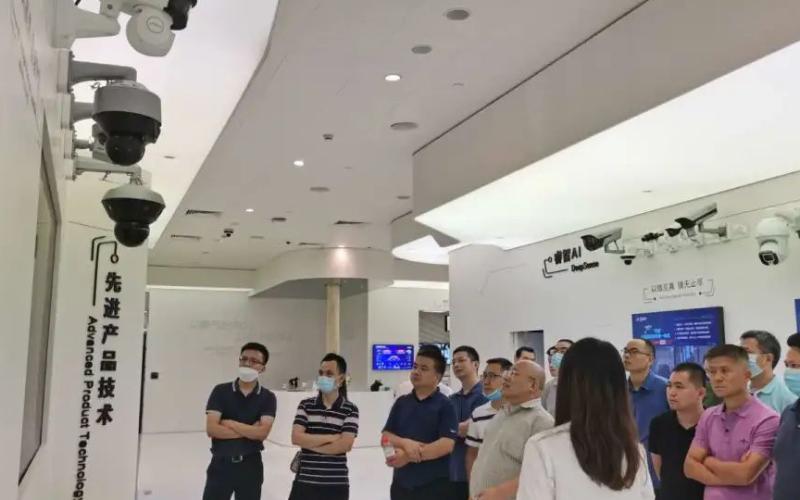 東莞市機器人產業協會組織企業家前往杭州、蘇州、上海工博會參觀學習