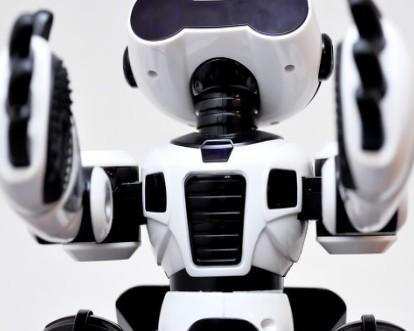 王石:未来十年,万科30%的物业管理员或被机器人取代