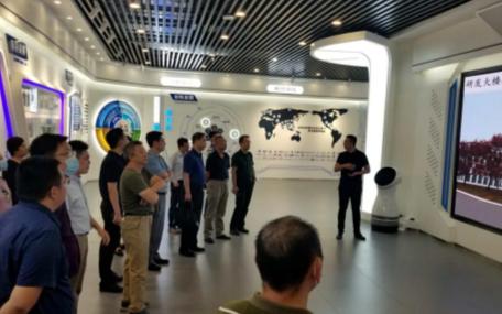 天津市企業家聯合會組織會員單位考察天津市機器人及智能制造企業