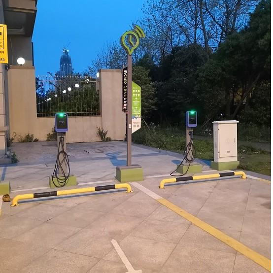 小鵬在全國擁有 114 家超級充電站,同時銷量也依賴于充電服務