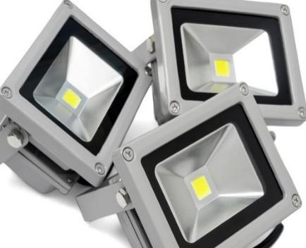 解析LED晶膜屏与LED贴膜屏的区别