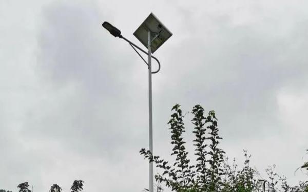 深圳社会组织帮扶凉山建设智慧路灯