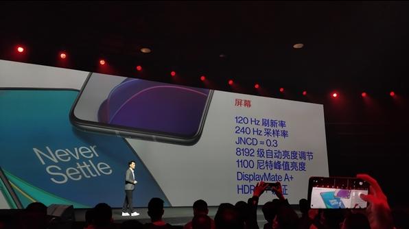 一加8T正式發布,采用120Hz AMOLED柔性直屏,擁有最自然的色彩表現
