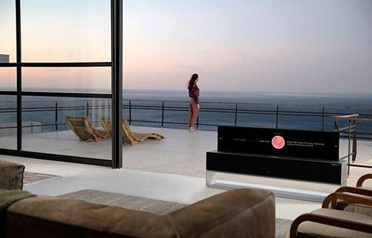 LG发布全球首款可卷曲OLED智能电视,标志着电视历史的转折点