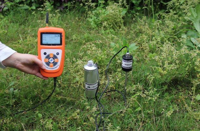 土壤温湿度测定仪可以帮助农户更好地进行农业种植