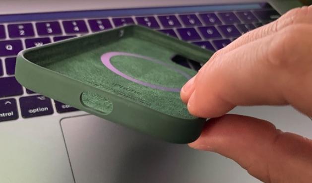 苹果翻车了?爆iPhone 12的原装磁吸保护壳...
