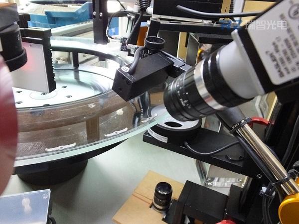 視覺系統檢測機對比檢驗員,它的優勢是什么