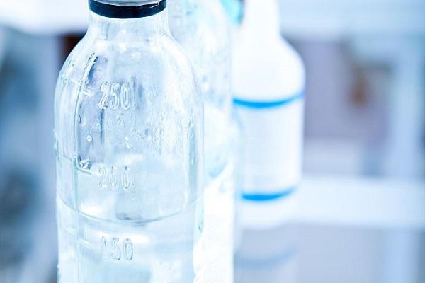 通過外觀缺陷視覺檢測系統來對飲料瓶進行外觀缺陷檢...