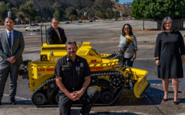 """美国LAFD成为了美国第一个部署""""机器人消防车""""..."""