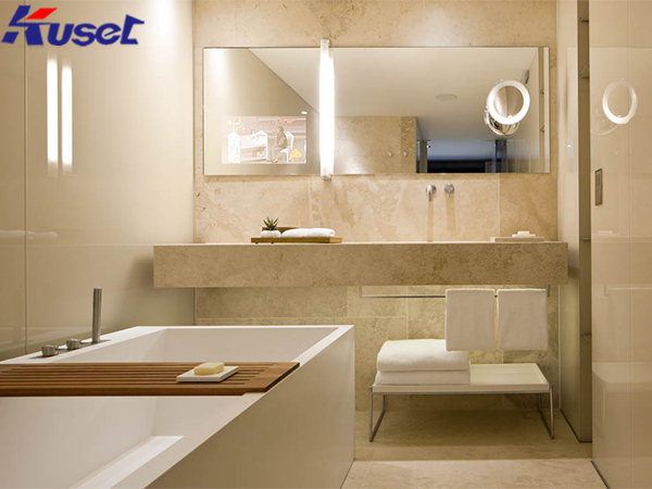 智能镜子显示屏让家居生活变得更加智能化