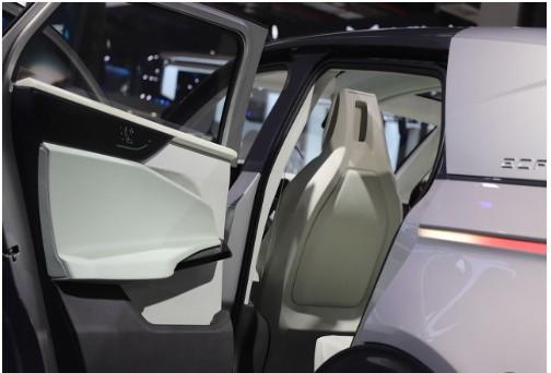"""解放司机双手 中国移动发布了全球最大的""""5G+高精定位""""系统"""