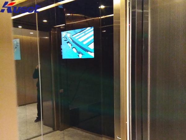 电梯里的智能镜面显示屏将构建一个非凡的广告世界