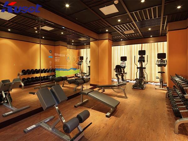 健身房中的智能镜面显示屏,让你的健身充满乐趣