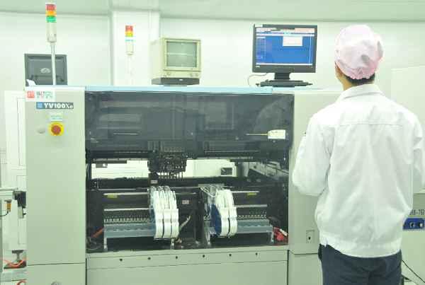 贴片机是一种用来实现高速、高精度地放元件的设备