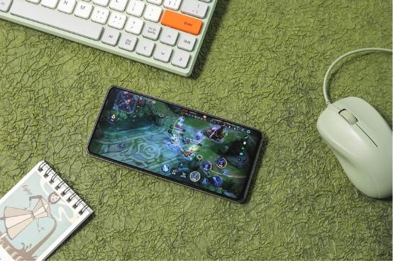 基于骁龙888打造的iQOO 7为手机玩游戏准备的旗舰手机