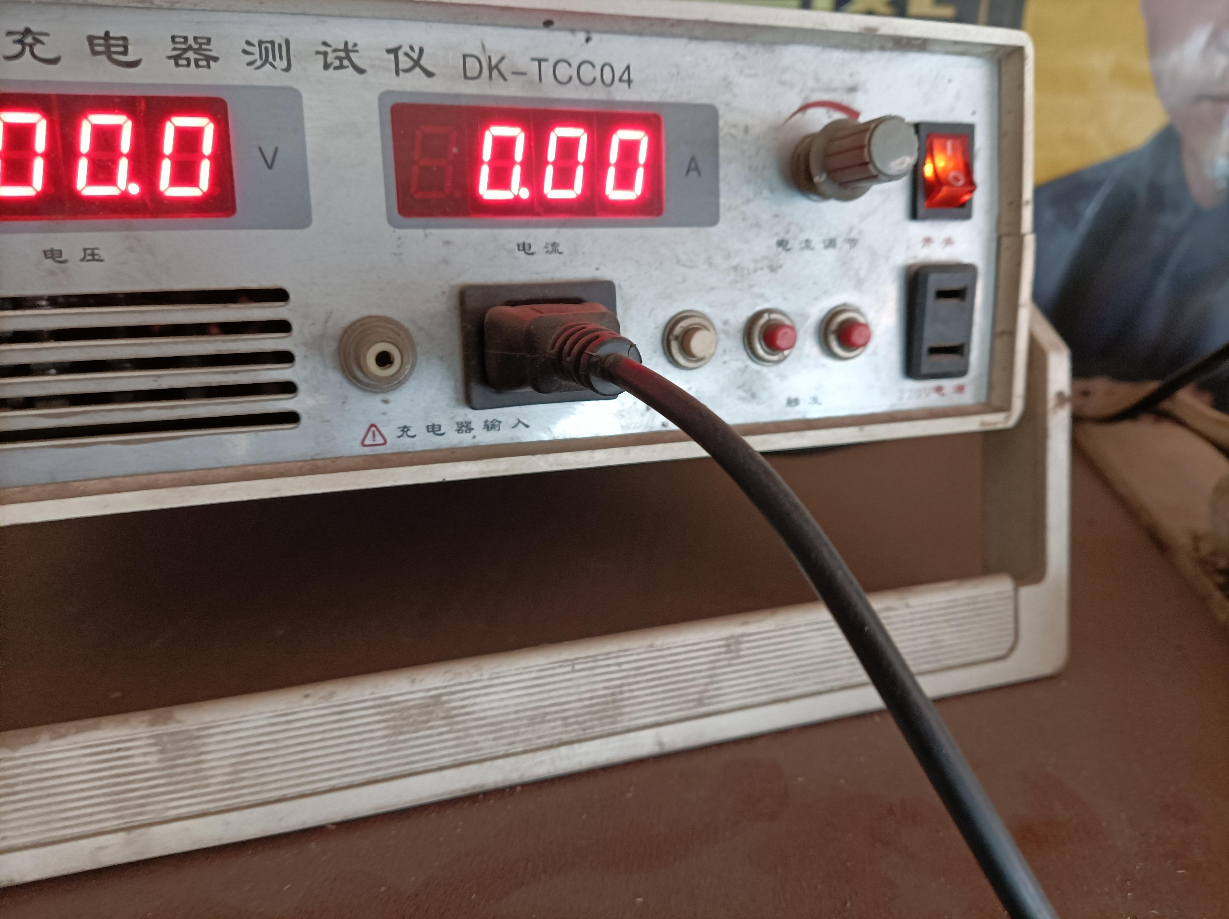 电动车电池充电不转灯是电池问题还是充电器的问题
