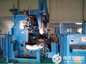 复卷机托辊轴承位磨损原因及修复方法