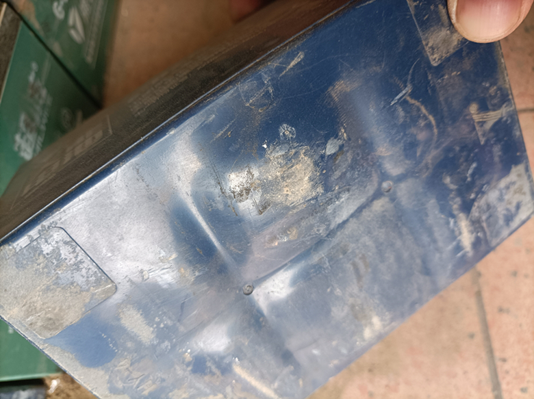 电瓶修复技术知识:鼓包电池还可以修复吗