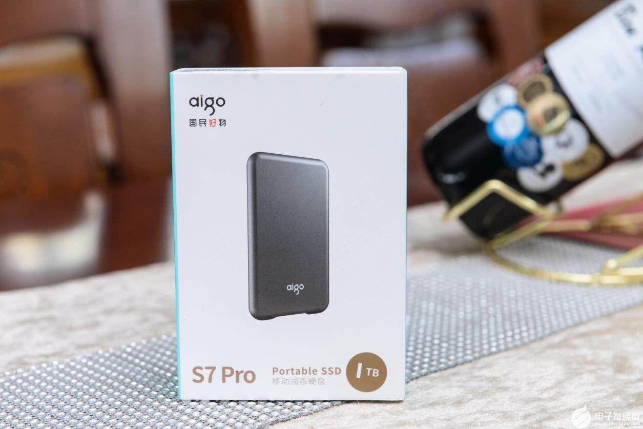 华体会体育_aigo国民好物移动固态硬盘S7 Pro测评:不仅有颜还有速