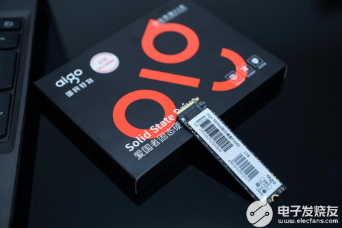 aigo國民好物固態硬盤P3000安裝很簡單,一看就會