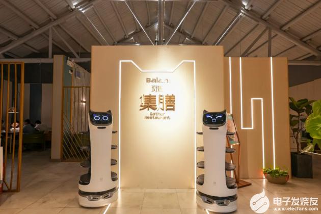 """普渡機器人""""貝拉""""強勢入駐集膳斑斕,助力餐廳服務智慧升級"""