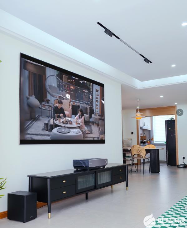 引领高端生活方式,海信百吋激光电视100L5G