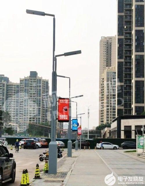 视爵光旭助力城市发展,智慧灯杆屏守护校园交通安全