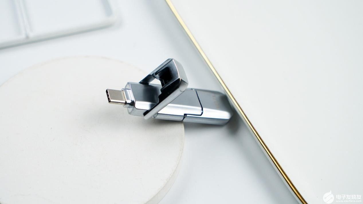 aigo固態U盤U393配雙高速傳輸接口欲于固態硬盤試比快!
