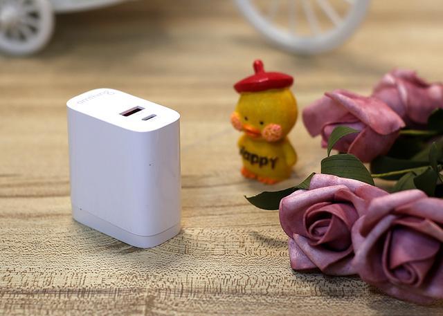 快充表现都能令你满意的omthingPD充电器