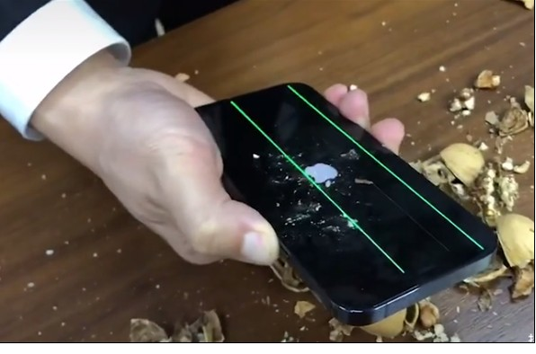 iPhone 12的屏幕面板硬度大大超越了玻璃面...