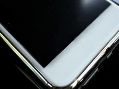 iPhone 12系列超瓷晶面板提供4倍的防摔性...
