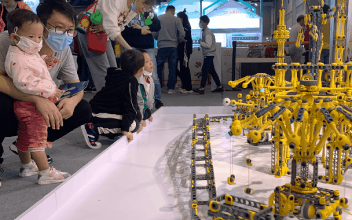 贝尔科教机器人产品亮相第二届中国国际智能产品博览会