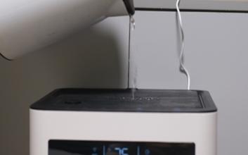 冬季空气非常干燥,需一台加湿器来改善室内环境湿度