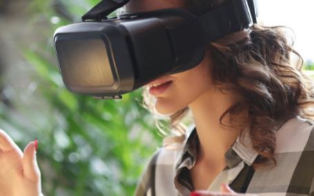 随着VR技术的不断发展,VR在生活中的应用也越发频繁