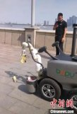 杭州出现代替环卫工的机器人