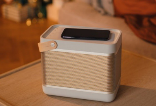 新型智能藍牙音箱上線,可為手機提供無線充電