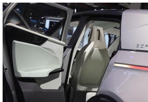 银川市开放了一条全长约7公里的自动驾驶体验路线